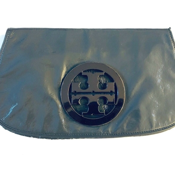 Tory Burch Handbags - Tory Burch Gray Patent Leather Logo Clutch Bag